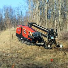 1024px-Ditch_Witch_JT1220_Horizontal_Directional_Drill_Hamburg_Michigan.jpg
